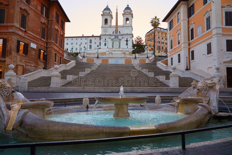 Spanische Schritte in Rom mit founatin lizenzfreie stockfotos