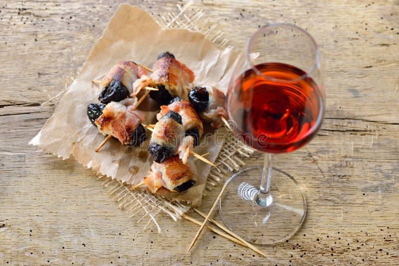 Spanische Tapas mit Portwein lizenzfreie stockbilder