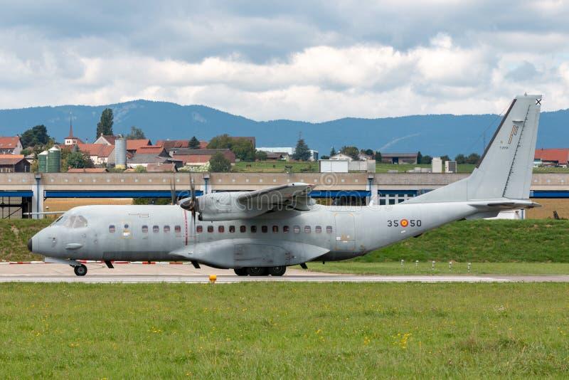 Spanische zweistrahlige Militärtransportflugzeuge die Luftwaffe Ejercito-del Aire-CASA C-295M stockfotos