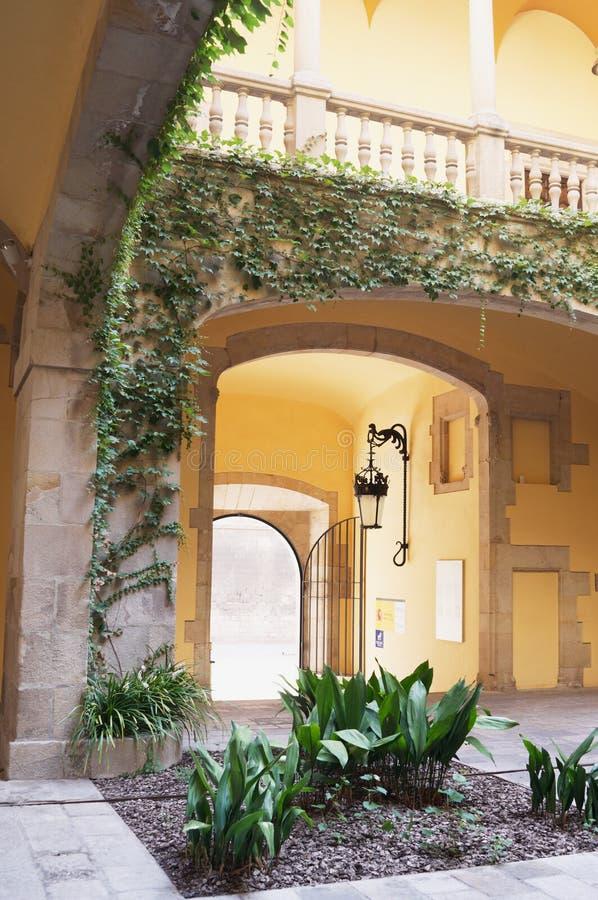Spanisches Landhaus-Atrium lizenzfreie stockfotografie