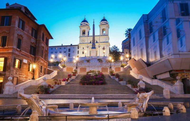 Spanisches Schritte und Trinita-dei Monti-Kirche in Rom lizenzfreie stockbilder