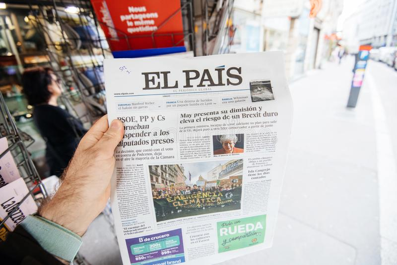 Spanish  Newspaper about Theresa May resignations kiosk stock image