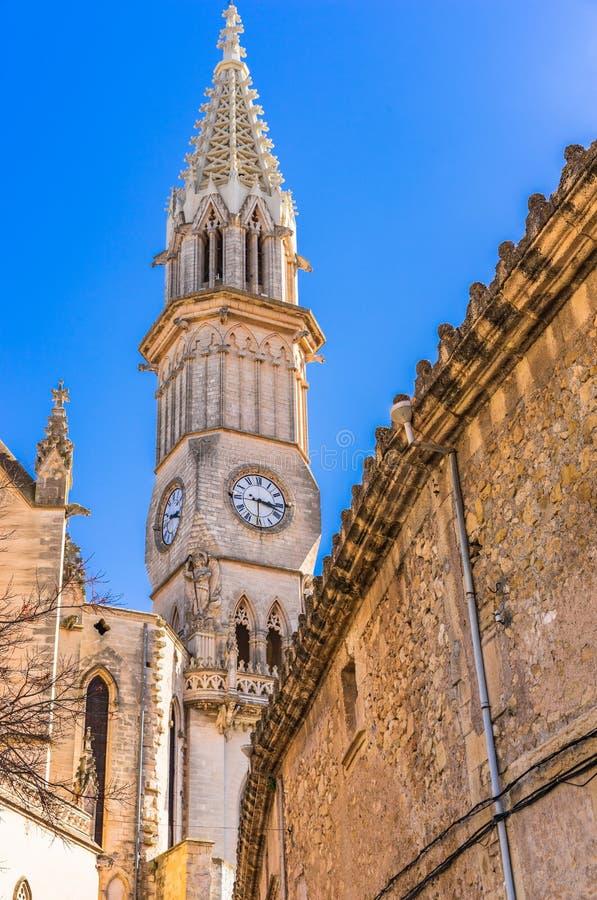 Spanje Majorca, torenspits van de kerk in Manacor stock foto