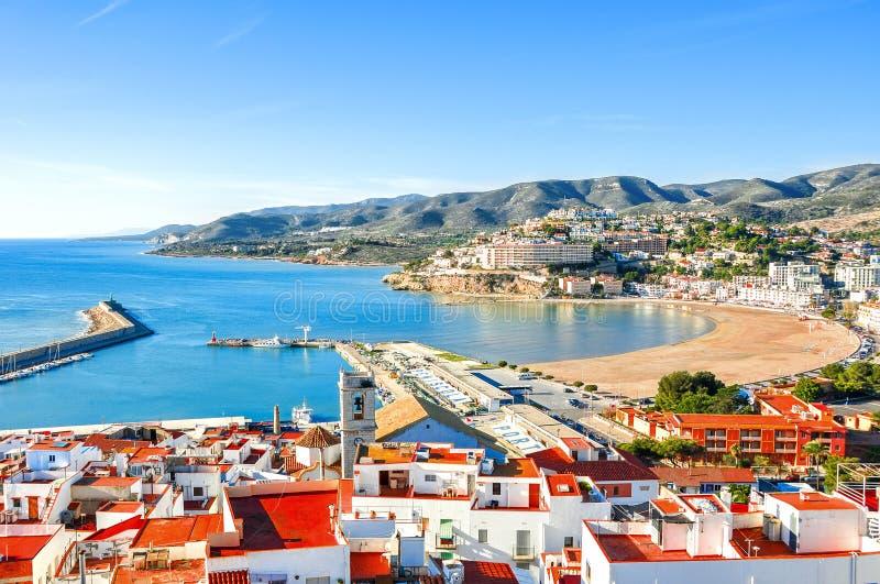 spanje Valencia, Peniscola Mening van het overzees van een hoogte van Pausluna ` s Kasteel stock afbeelding