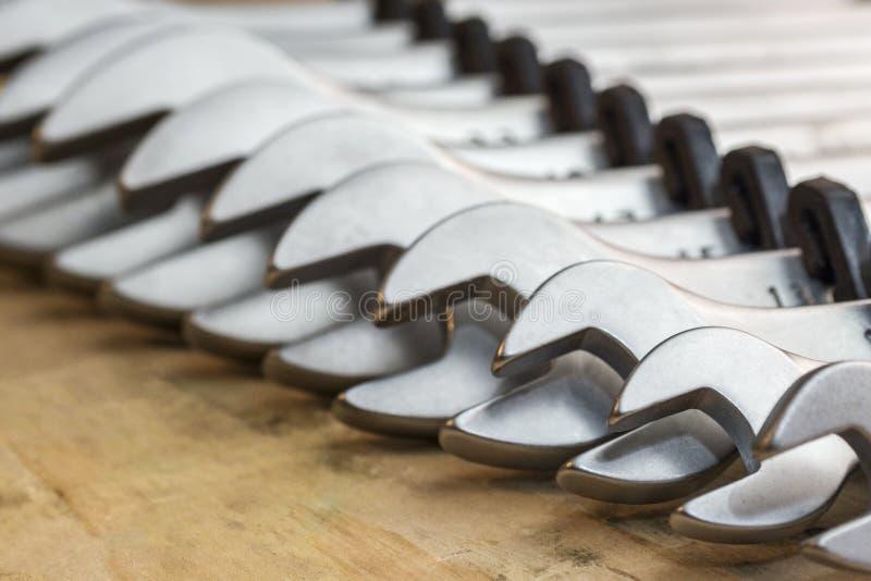 spanners Muchas llaves Fondo industrial Fije del equipo de la herramienta de la llave Fije de llaves en diversos tamaños fotos de archivo libres de regalías