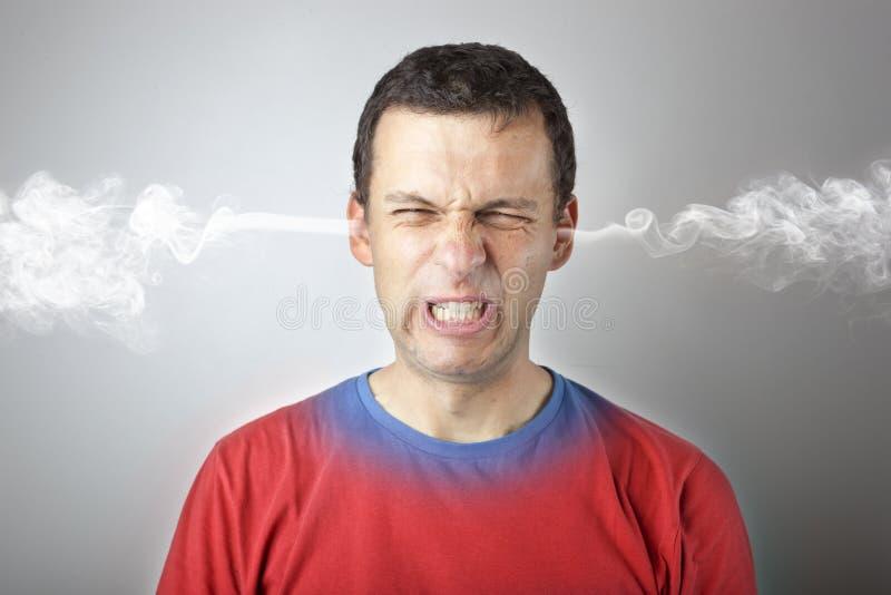 Spanning en woede, boze verstoorde mens met hoofddruk en rook die uit uit zijn hoofd komen royalty-vrije stock foto