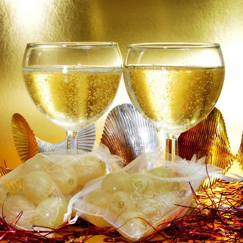 Spansk champagne och de tolv druvorna av lycka arkivfoto