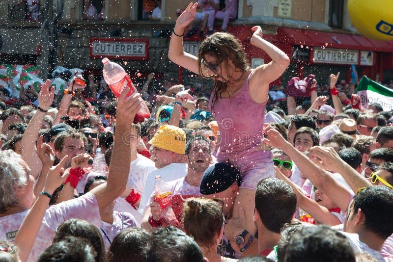Spansk fiestaspring med tjurar San Fermin royaltyfri foto