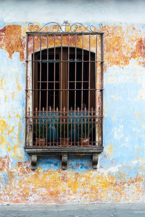 Spansk kolonial arkitektur, fönster, Guatemala arkivbilder