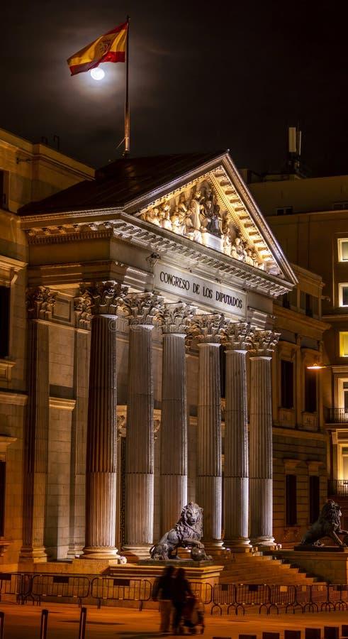 Spansk kongress av ersättare i Madrid, Spanien på natten arkivbilder