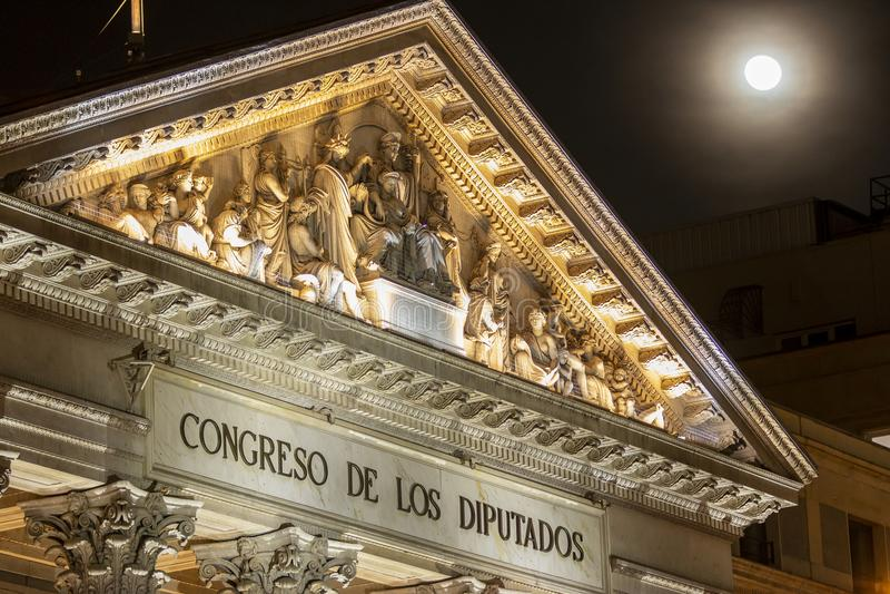 Spansk kongress av ersättare i Madrid, Spanien på natten royaltyfria foton