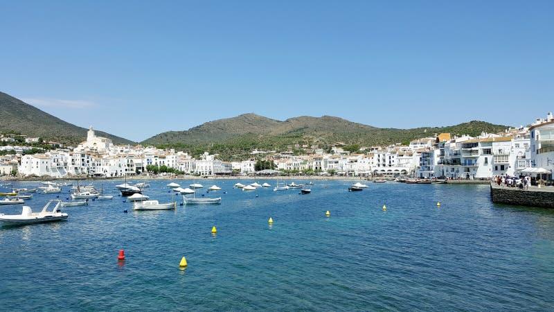 Spansk port mycket av fartyg och vithus fotografering för bildbyråer
