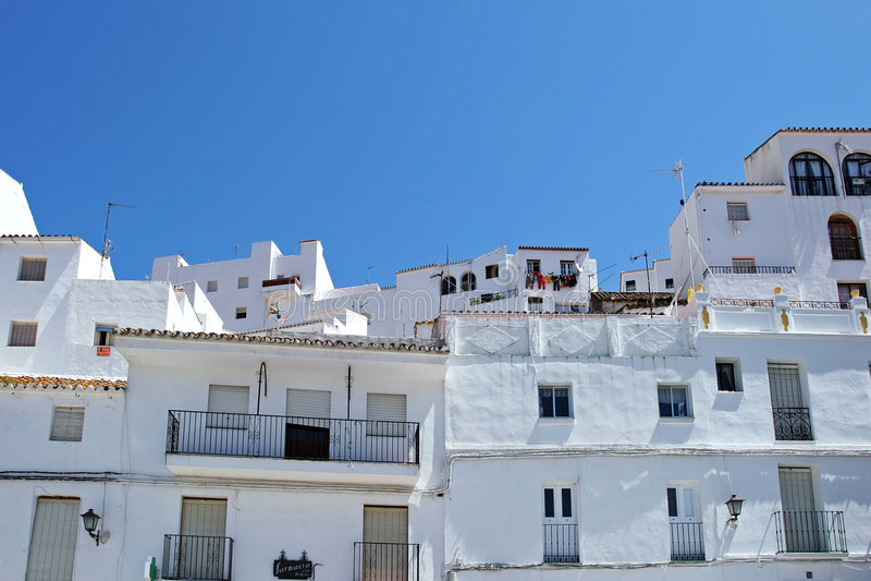 spansk traditionell white för byggnadspueblo arkivfoto