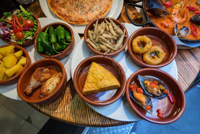 Spanska tapas, traditionell kokkonst royaltyfri bild