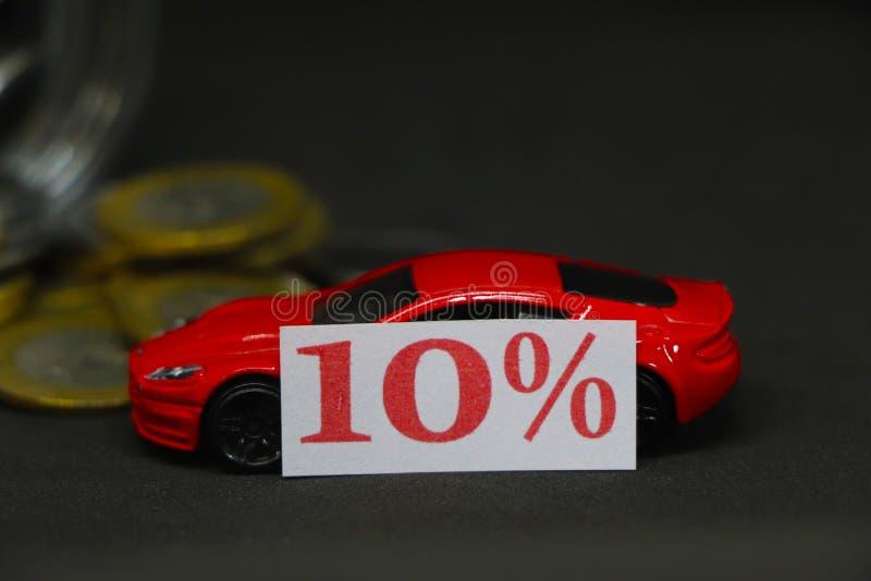 Spara pengar för bilkonceptet Rabatt 10 % royaltyfri bild