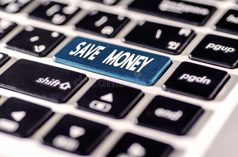 Spara pengar för investeringbegrepp med en knapp på datortangent fotografering för bildbyråer