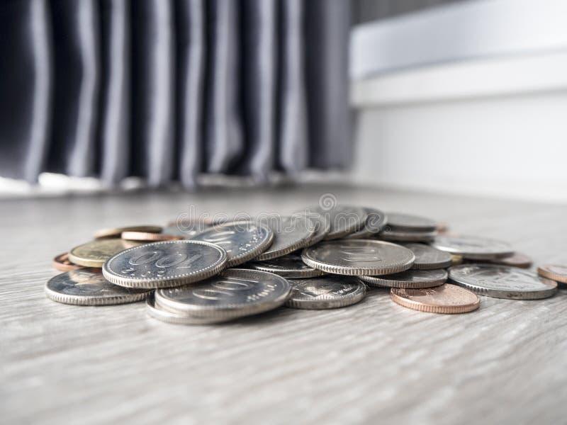 Sparande pengar f?r den framtida investeringen royaltyfri foto