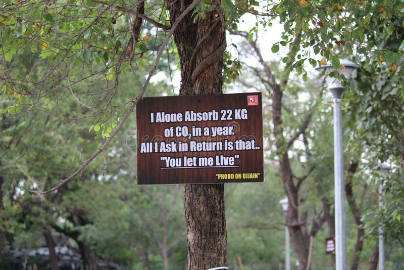 ` Sparen Bomen red het Leven ` stock afbeelding