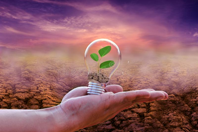 Sparen energie gaat het concept groen royalty-vrije stock afbeeldingen