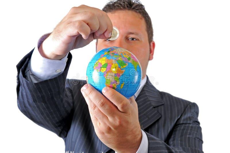 Sparen geld om de wereld te reizen stock afbeelding