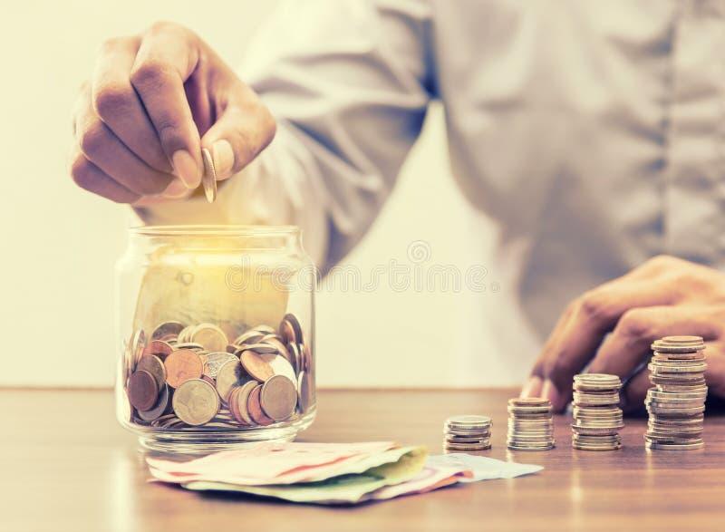 Sparen geld voor pensionering voor financiën bedrijfsconcept royalty-vrije stock afbeeldingen