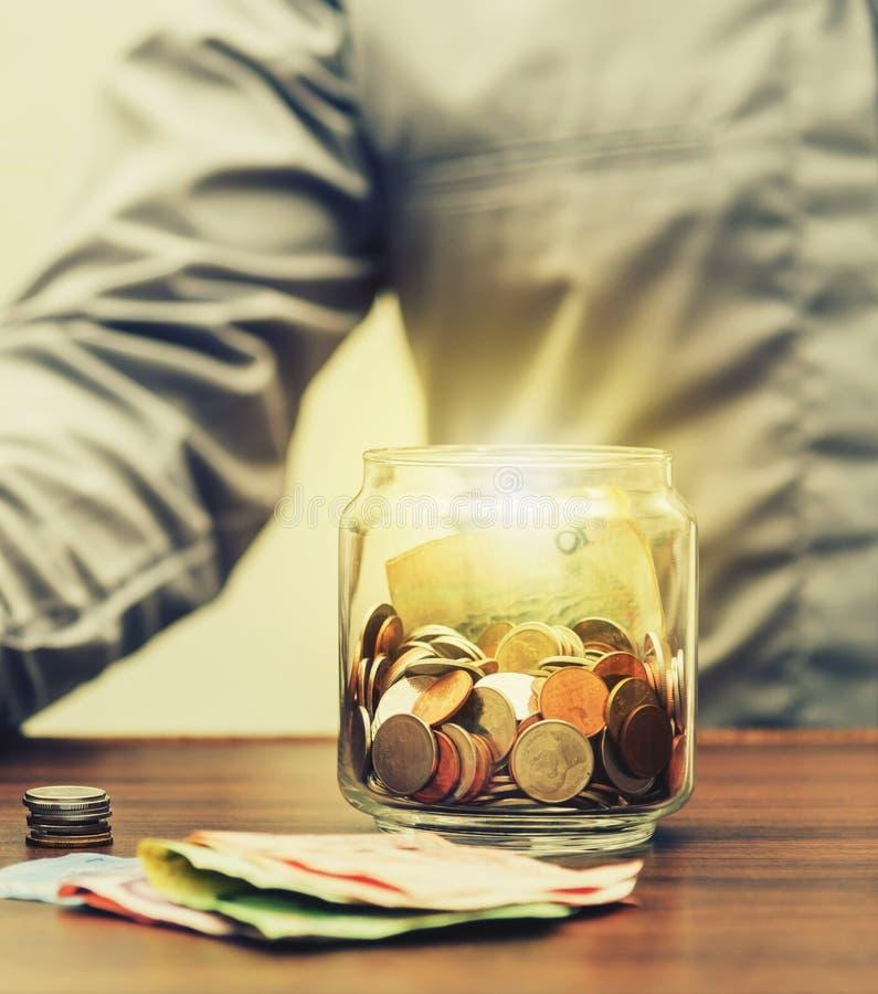Sparen geld voor pensionering voor financiën bedrijfsconcept royalty-vrije stock afbeelding