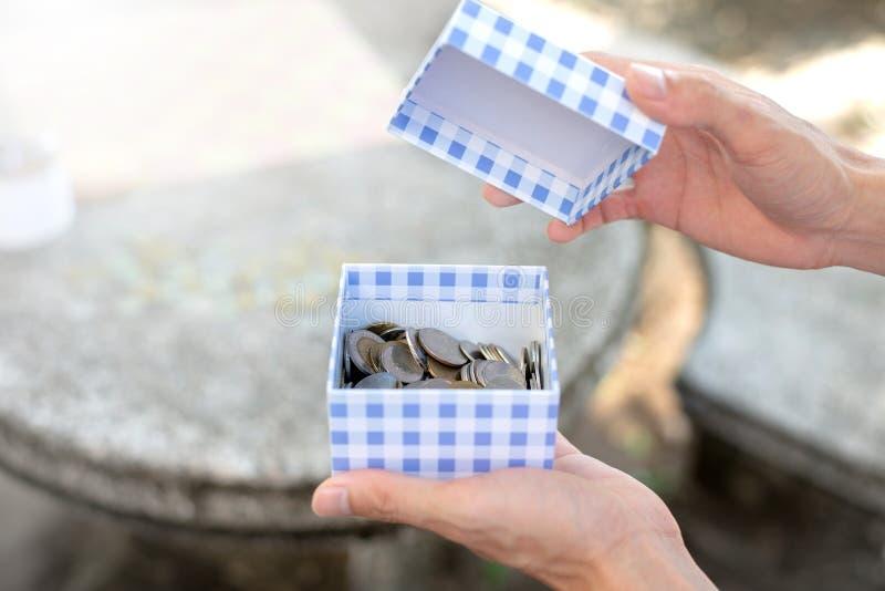 Sparen geldconcept met muntstukken stock fotografie
