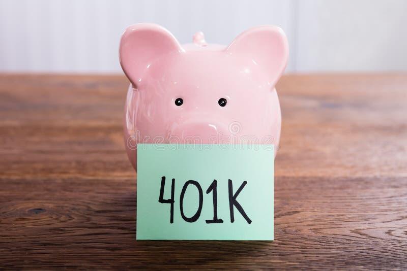 Spargris för besparingar 401k arkivbild