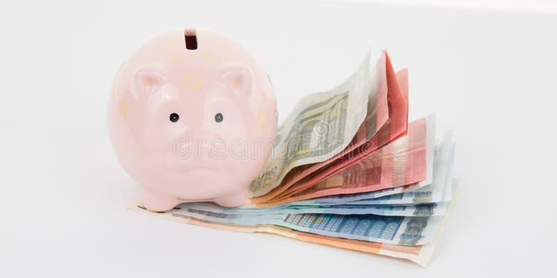 Spargris och pengar för euroräkningkassa royaltyfria bilder
