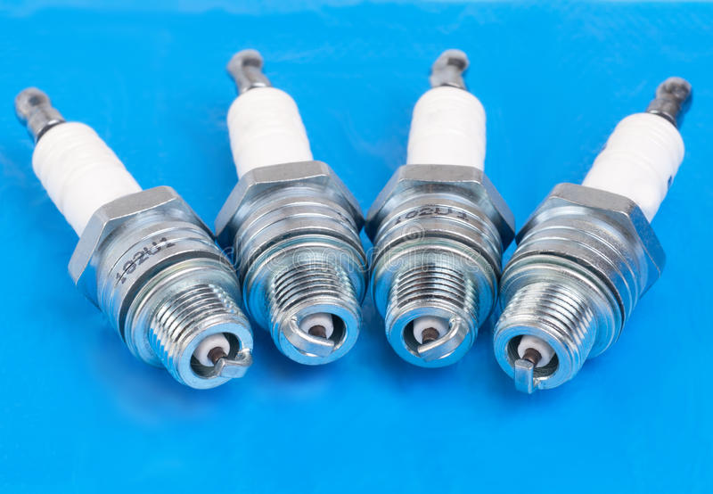 Spark-plug no azul foto de stock