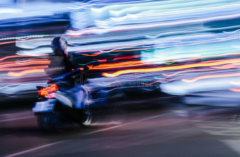 Sparkcykel i en suddig stadsplats royaltyfri foto