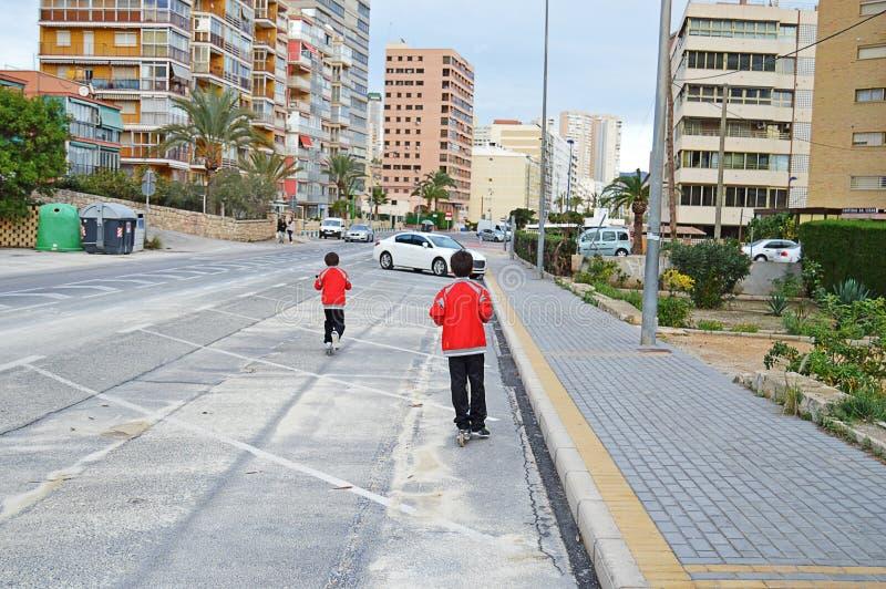 Sparkcyklar på gatan arkivfoton