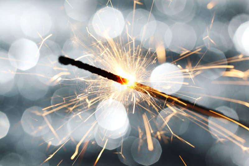 Sparkler auf bokeh Hintergrund lizenzfreies stockfoto