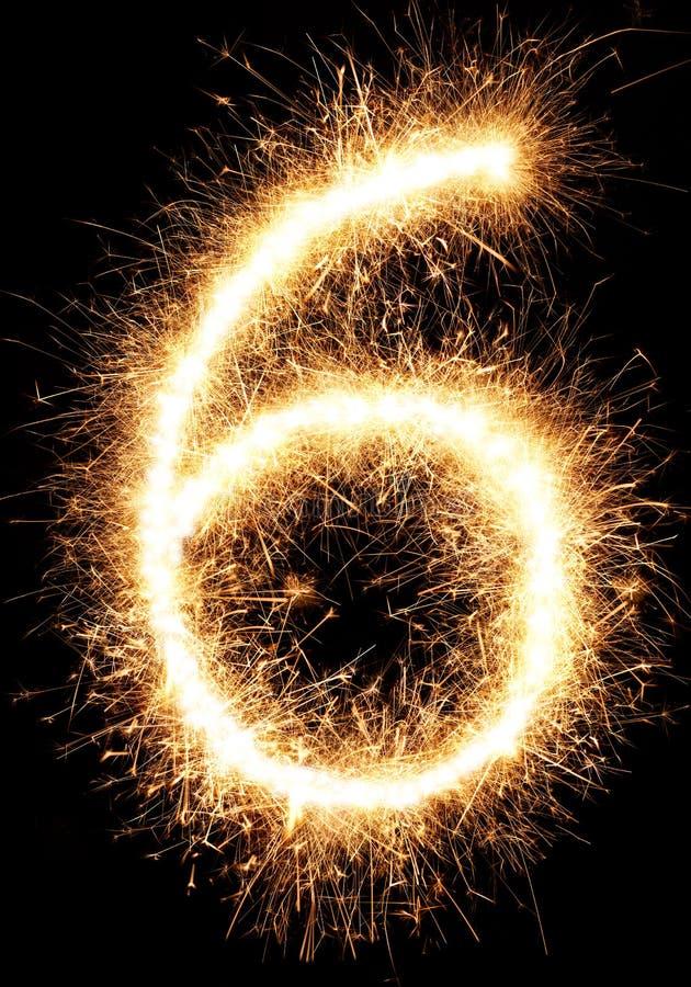 Sparkler fajerwerku światło liczba 6 odizolowywająca na czerni zdjęcie stock