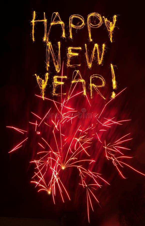 Sparklers de la Feliz Año Nuevo con los fuegos artificiales rosados fotografía de archivo libre de regalías