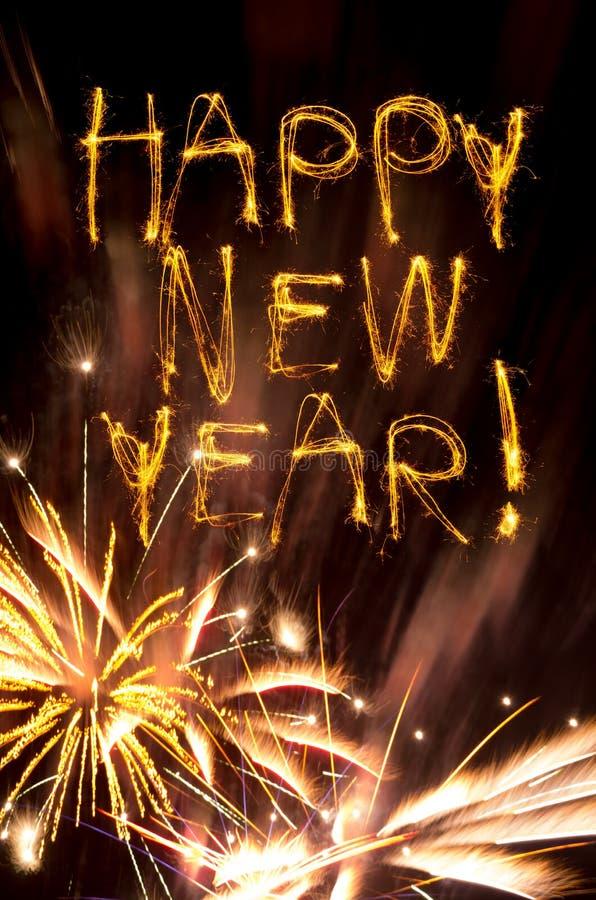 Sparklers do ano novo feliz com fogos-de-artifício do ouro fotos de stock royalty free