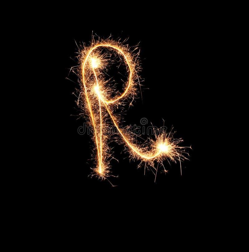 Sparklers tworzy list R na ciemnym tle obrazy stock