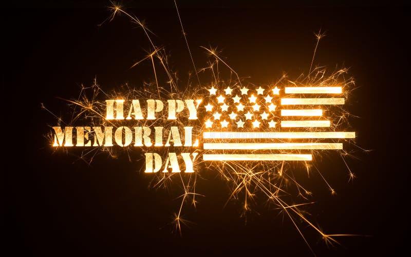 Sparkly GLÜCKLICHER MEMORIAL DAY -Titel mit Flagge lizenzfreie stockfotografie