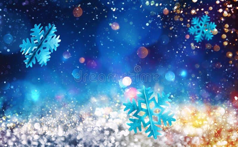 Sparkly kristall för jul med snöflingabakgrund arkivfoton