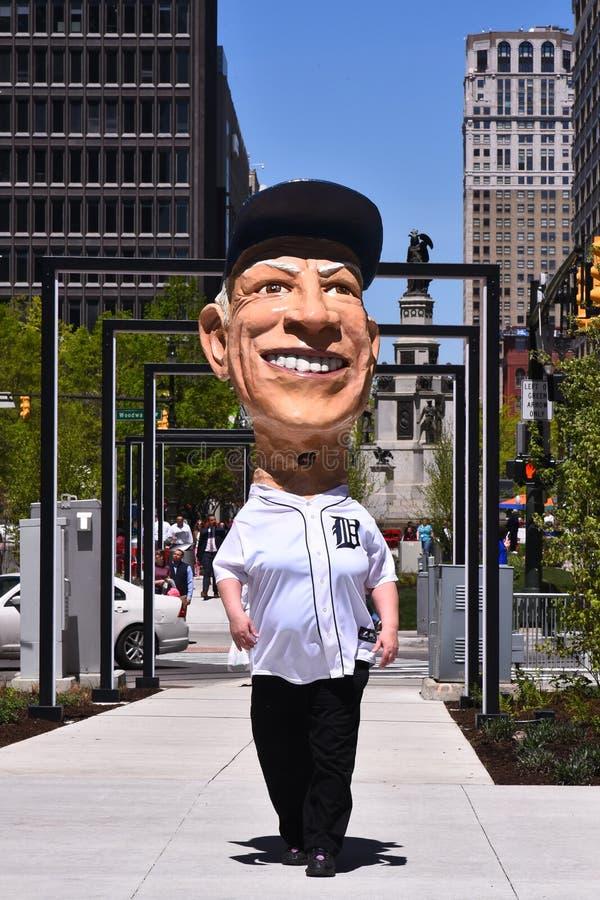 Sparky Anderson pappers-macheåtergivande firar öppning på Q-linjen i Detroit arkivfoton