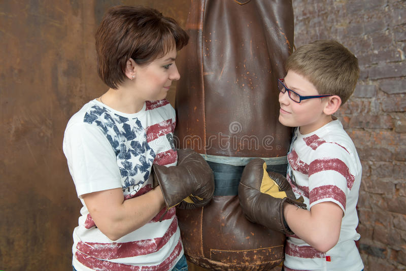 Download Sparring photo stock. Image du parenthood, enfant, exiger - 56477942