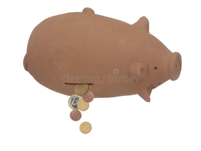 Sparschwein, Geldkasten umgedreht, wenige Euromünzen, die herausfallen Finanzkrise usw. EU Bankwesen, Budgetkonzept lizenzfreie stockfotos