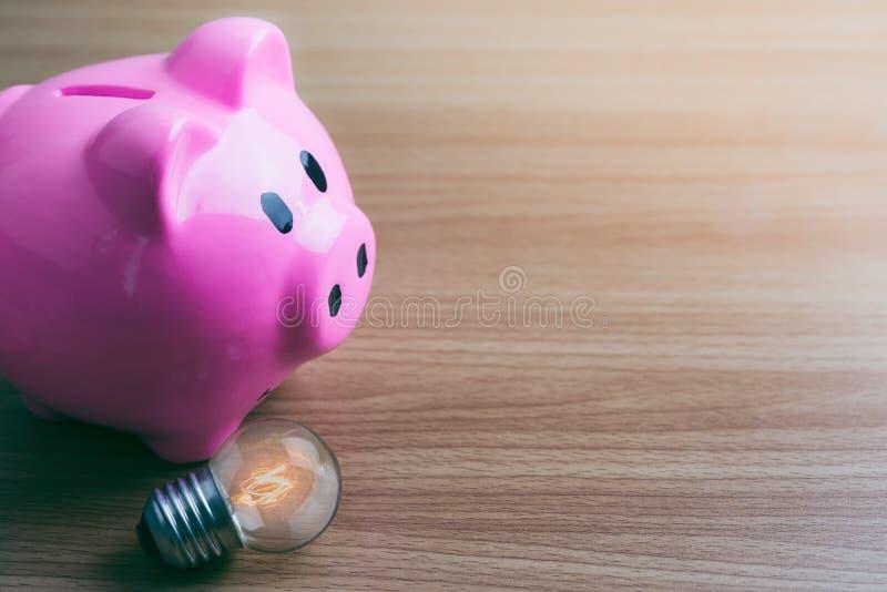 Sparschwein und Licht lizenzfreies stockbild
