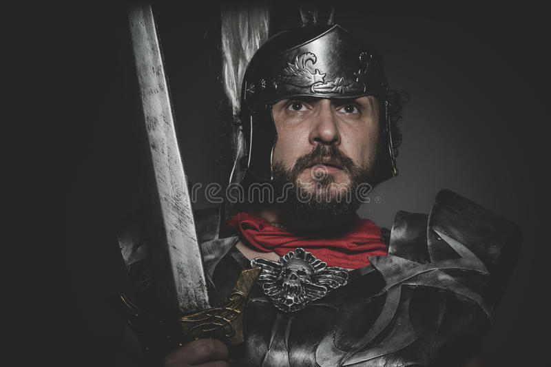 Spartansk Praetorian romersk legionär och röd kappa, harnesk och swo royaltyfri foto