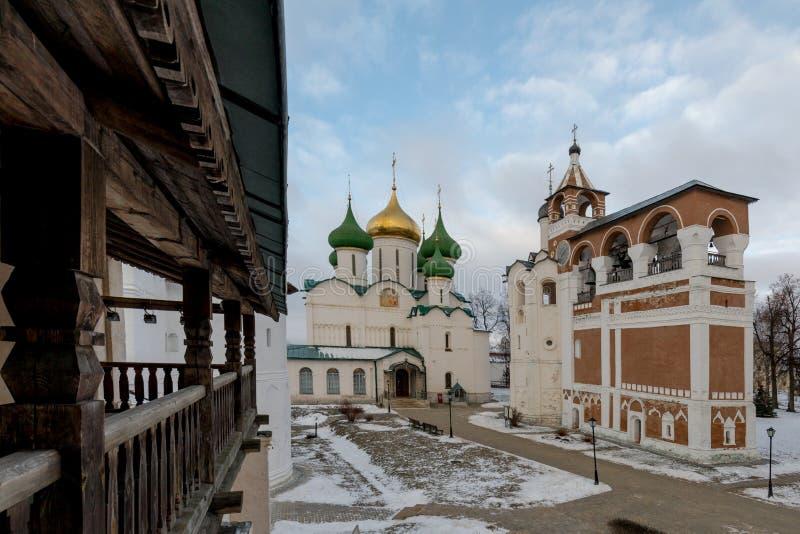 Spaso-Evfimiev mensen` s klooster Oud mensen` s klooster in de winter stock afbeeldingen