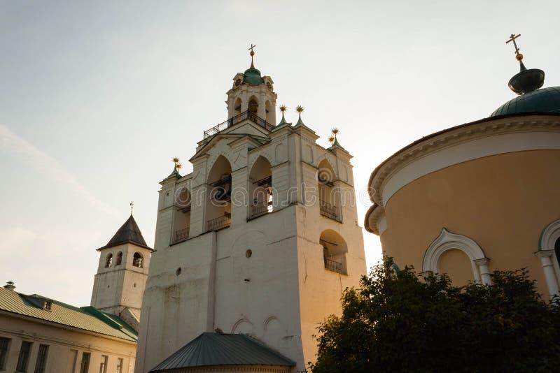 Spaso-Preobrazhensky kloster i Yaroslavl, den guld- cirkeln av Ryssland arkivfoton