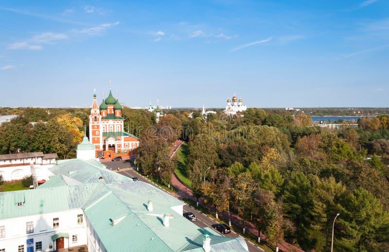 Spaso-Preobrazhensky kloster i Yaroslavl, Ryssland abstrakta dekorativa arkitektoniska klockstapeldetaljer arkivfoton