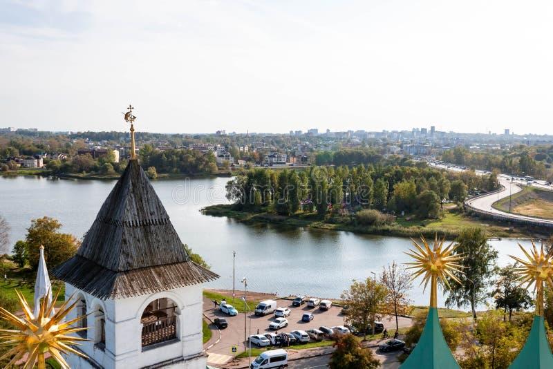 Spaso-Preobrazhensky kloster i Yaroslavl, Ryssland abstrakta dekorativa arkitektoniska klockstapeldetaljer royaltyfria foton