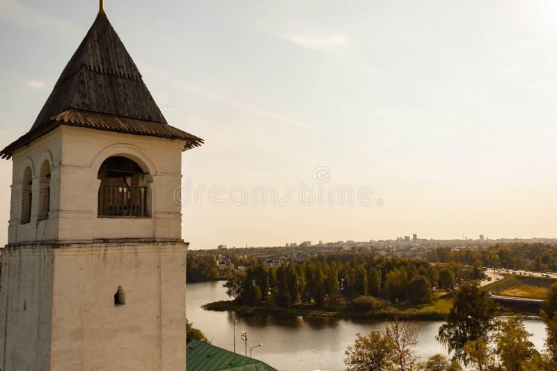 Spaso-Preobrazhensky kloster i Yaroslavl, Ryssland abstrakta dekorativa arkitektoniska klockstapeldetaljer fotografering för bildbyråer