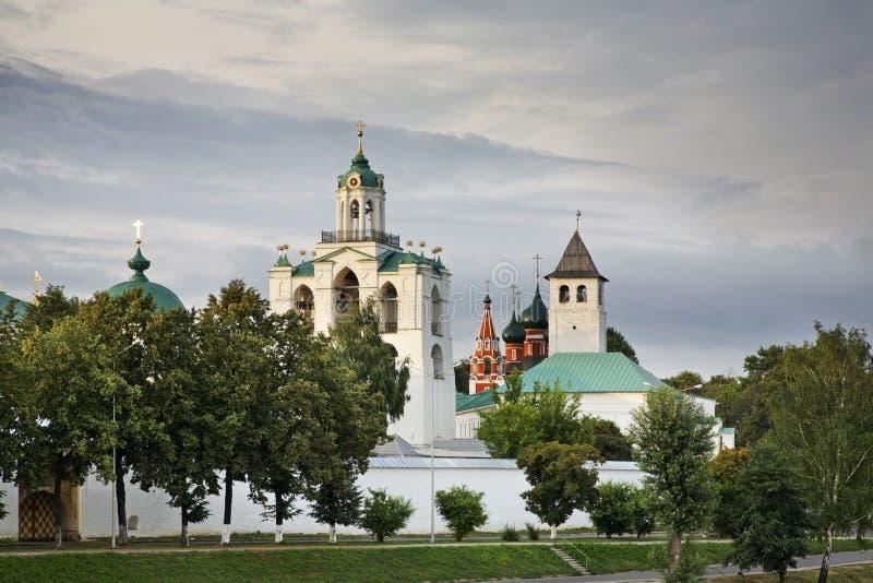 Spaso-Preobrazhensky - omgestaltningkloster i Yaroslavl Ryssland arkivbild